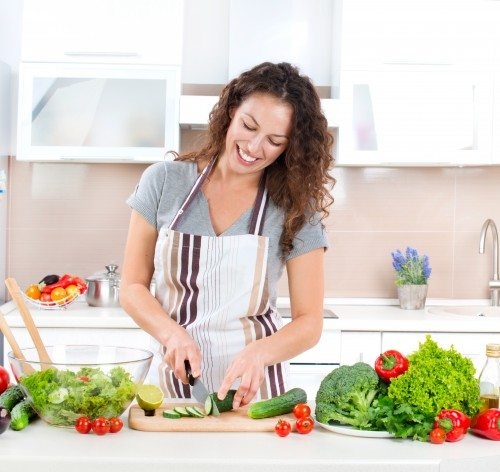 woman-cooking-kitchen (2)
