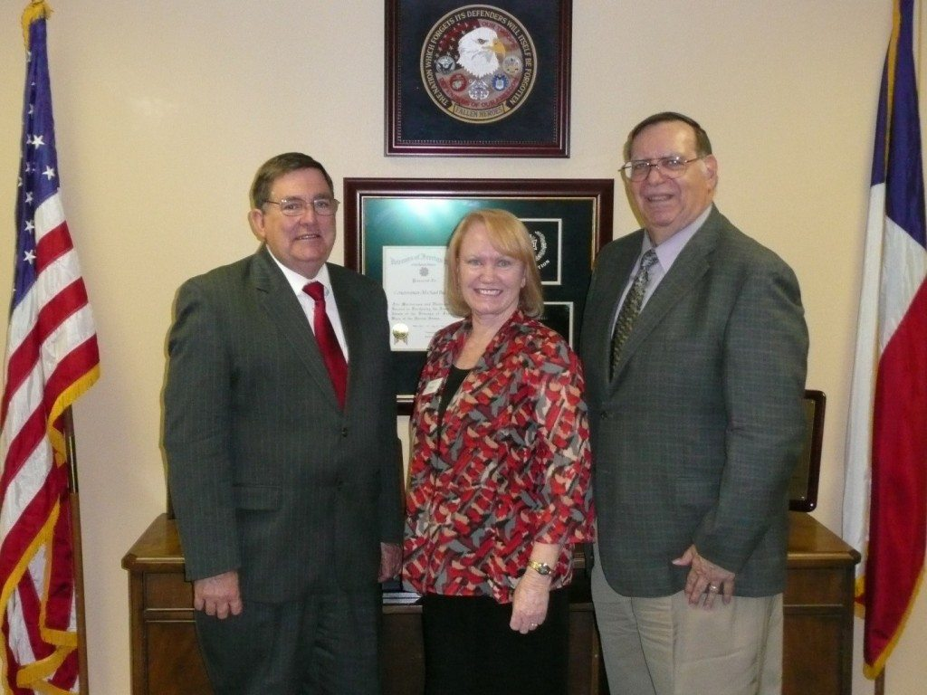 AMAC Delegates Sandra Morey and Al Spagnuolo (TX-26) meet with Congressman Michael Burgess (L).
